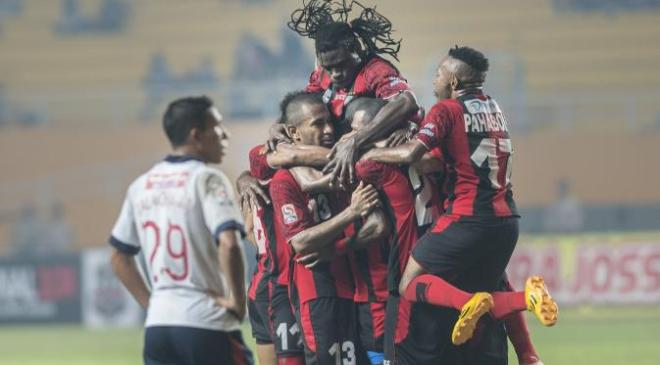015813500_1415111785-Persipura-vs-PBR-041114-bean-5